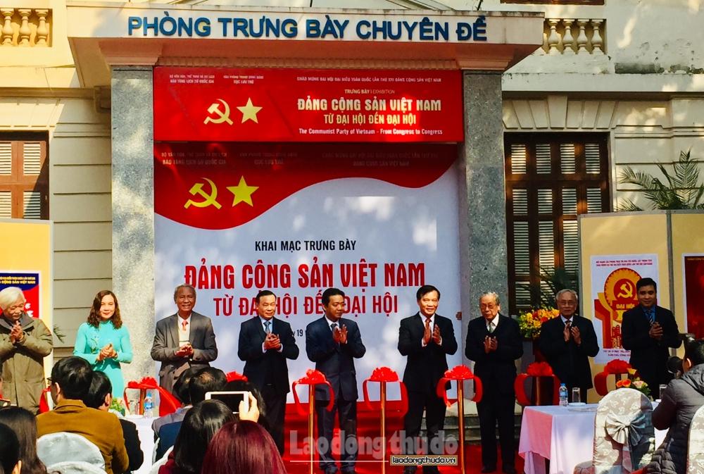 """Trưng bày chuyên đề """"Đảng Cộng sản Việt Nam - Từ Đại hội đến Đại hội"""""""