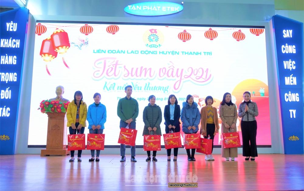 Công nhân lao động huyện Thanh Trì: Ấm áp Tết Sum vầy 2021