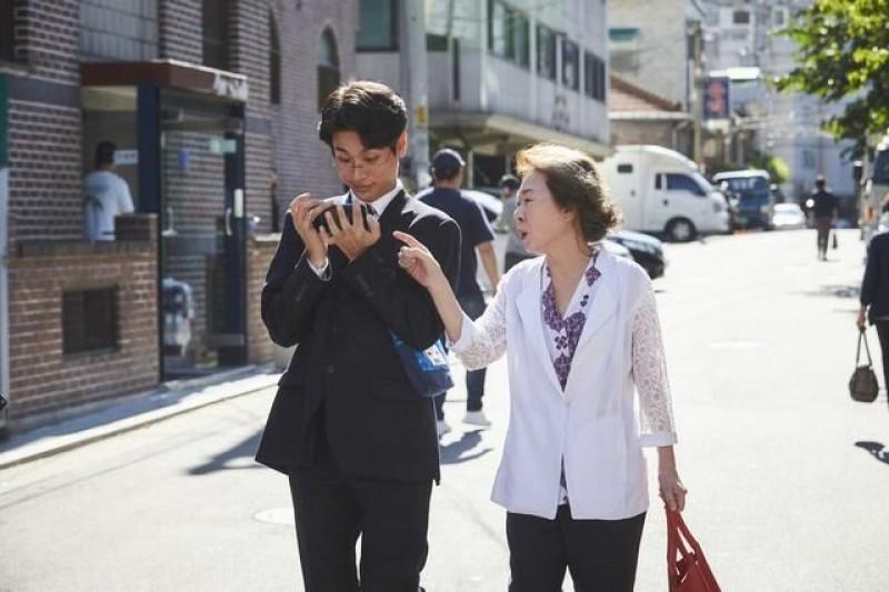 """Bộ phim """"vượt mặt"""" bom tấn Maze Runner tại Hàn Quốc của Lee Byung-hun hé lộ chuyện hậu trường thú vị"""