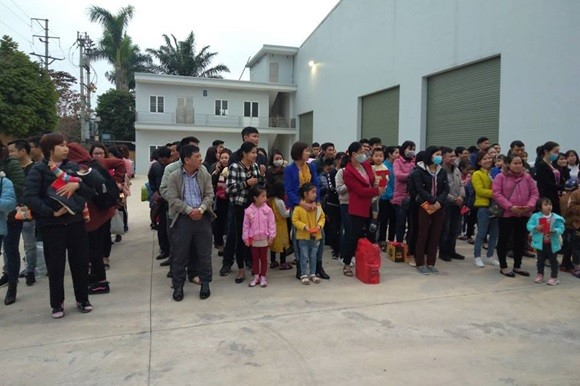LĐLĐ huyện Thường Tín tổ chức 6 chuyến xe đưa công nhân về quê đón Tết