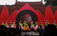 Gần 200 khách thơ quốc tế đội mưa đến Ngày thơ Việt Nam lần thứ 17
