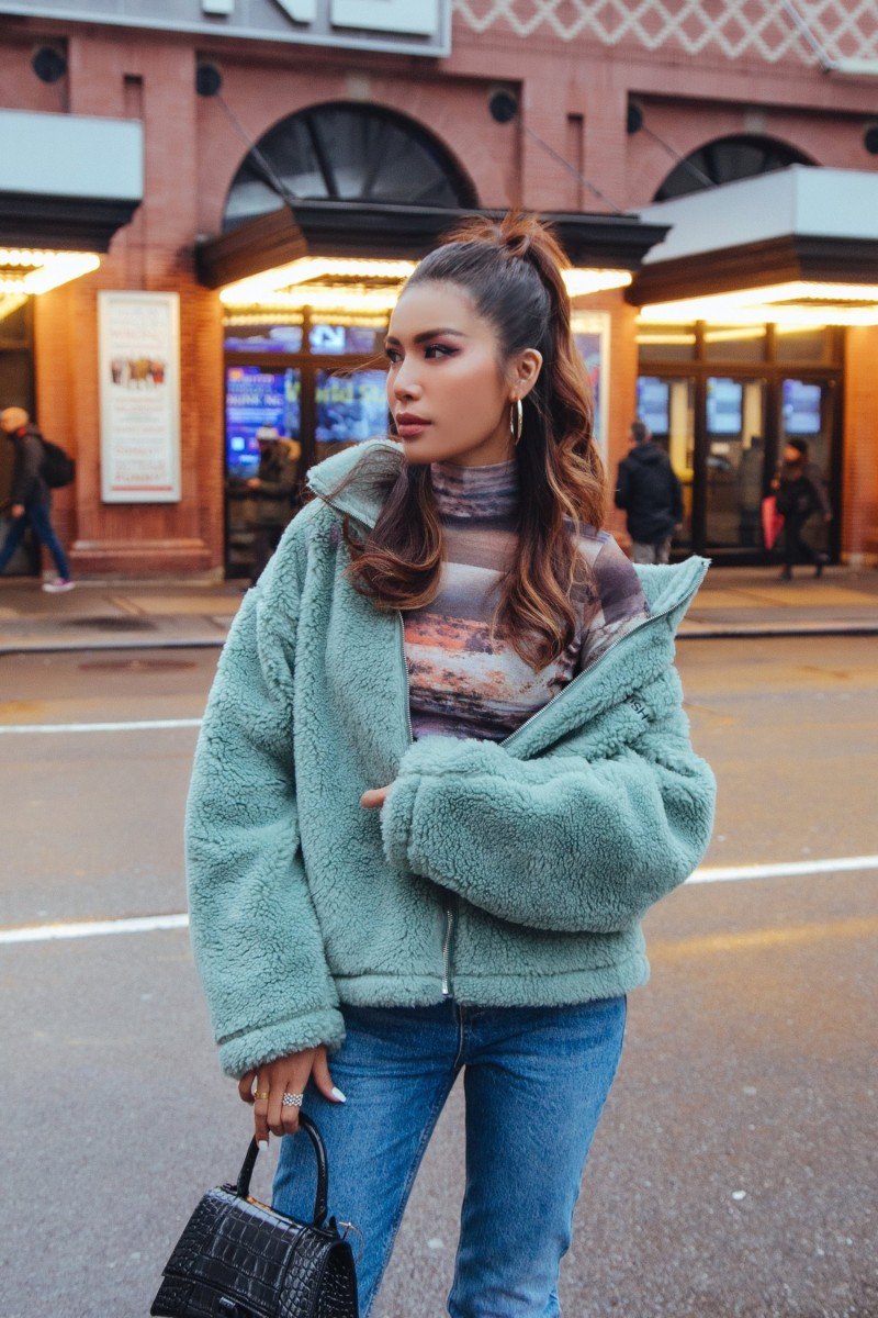 hoa hau minh tu voi thoi trang duong pho sanh dieu khi tham du new york fashion week 2020