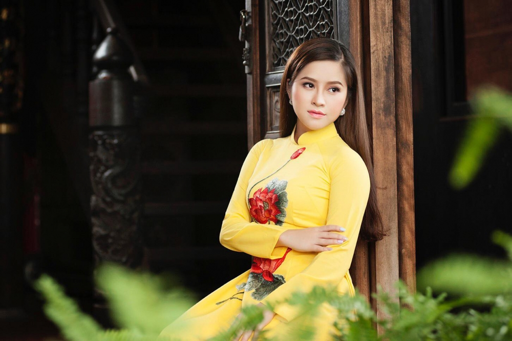 Ca sĩ Cẩm Loan: Tự hào khi được hát ca khúc mừng Đảng, mừng Xuân