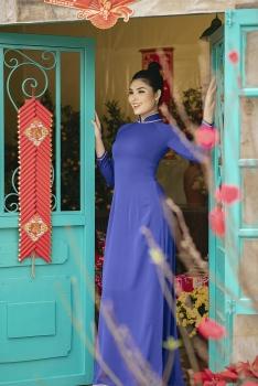 Siêu mẫu Tuyết Trần khoe vẻ đẹp cổ điển trong áo dài Tết