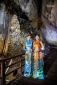 Nhan sắc rạng rỡ của hai Hoa hậu Thế giới trong áo dài NTK Nhật Dũng