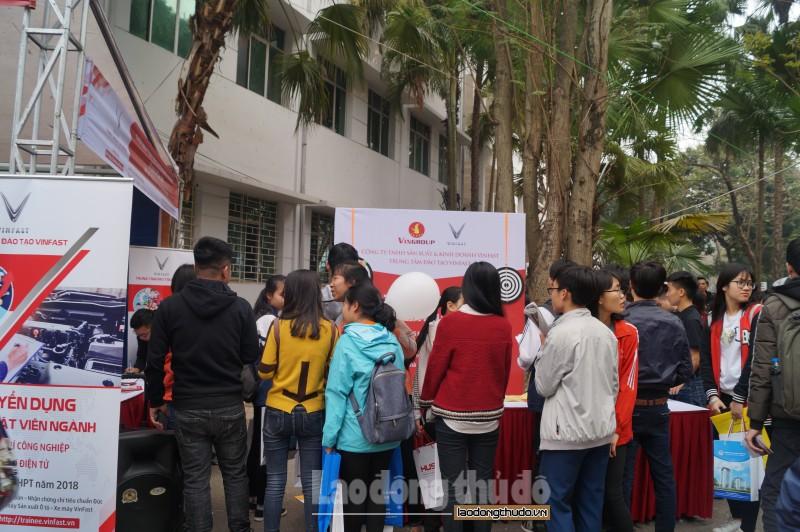 Hàng nghìn học sinh đăng ký vào Trung tâm đào tạo duy nhất được hưởng lương khi nhập học