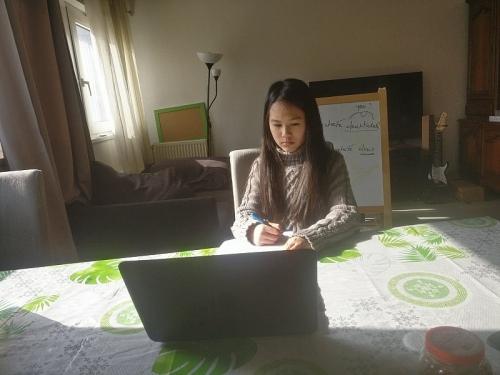 Học sinh ở Pháp học online từ khi có lệnh phong tỏa