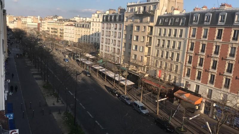 Đường phố nước Pháp vắng tanh sau lệnh phong tỏa do dịch Covid-19