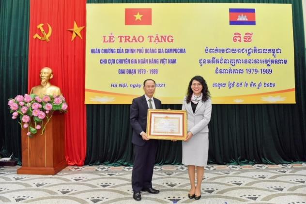 Hoàng gia Campuchia trao Huân chương, Bằng khen cho 33 cán bộ ngân hàng Việt Nam