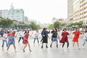Trấn Thành, Trường Giang, Hứa Vĩ Văn hóa 'bà bầu' làm loạn Phố đi bộ