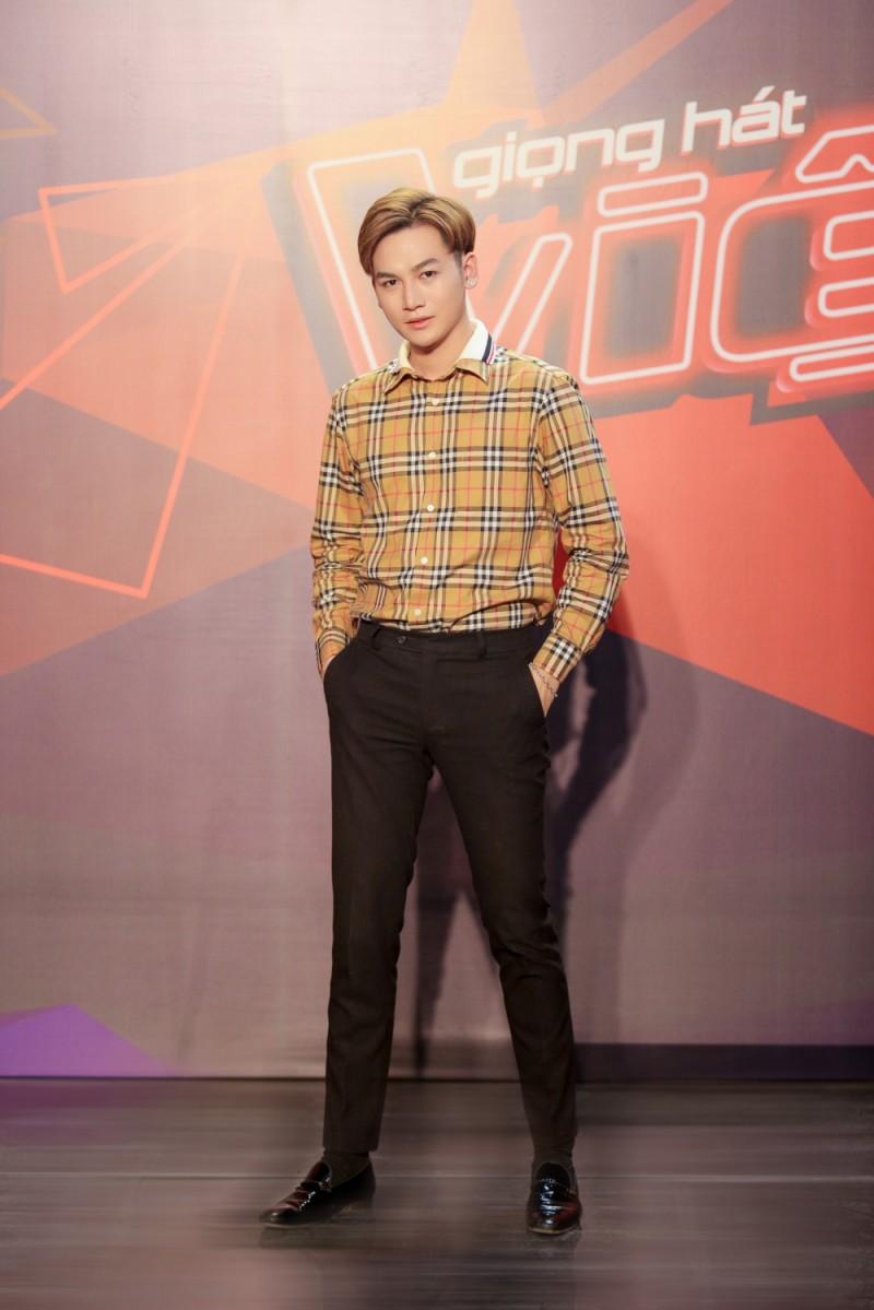 Ali Hoàng Dương trở thành host trẻ nhất lịch sử The Voice