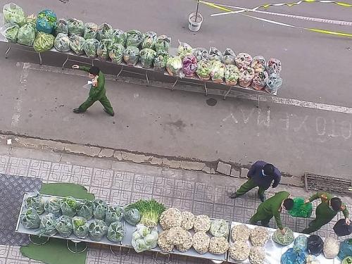 Cư dân tòa nhà HH01B Thanh Hà: Bị phong tỏa nhưng chúng tôi không cô đơn