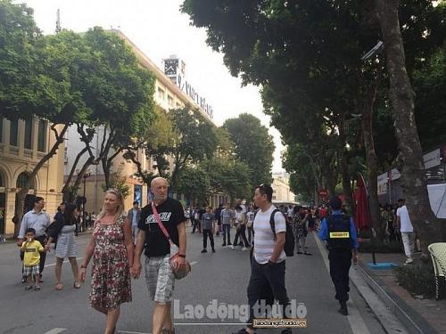 Khách quốc tế đến Việt Nam 8 tháng giảm mạnh so với cùng kỳ