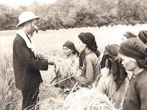 Dân chủ theo quan điểm tư tưởng Hồ Chí Minh