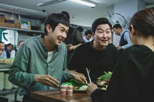 su that dang sau ten phim ky sinh trung cua dao dien bong joon ho