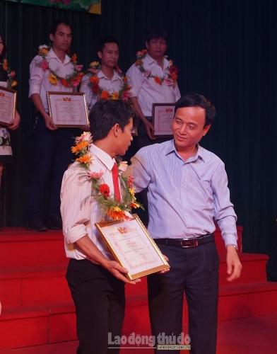 Huyện Thanh Trì biểu dương 46 'Công nhân giỏi' năm 2019