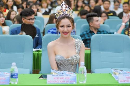 Hải Yến đẹp như 'Thần tiên tỷ tỷ' trong vai trò giám khảo Hoa khôi sinh viên