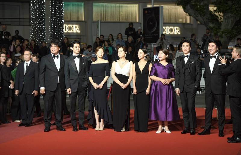 'Ký sinh trùng' nhận được tràng pháo tay dài 8 phút tại liên hoan phim Cannes