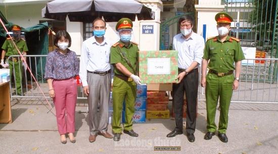 Huyện Thanh Trì thăm hỏi, động viên các chốt kiểm soát dịch bệnh Covid-19