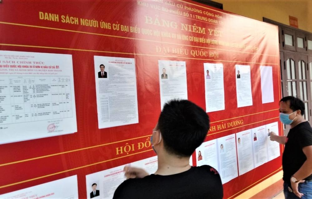 Tấm bảng đỏ và câu chuyện bầu cử ở khu cách ly