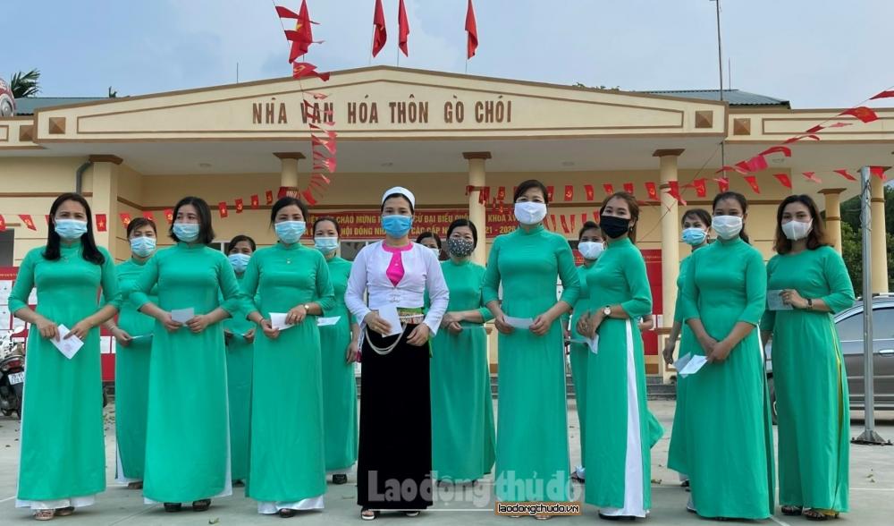 """Phụ nữ Thủ đô khoe sắc thắm với tà áo dài trong """"Ngày hội non sông"""""""