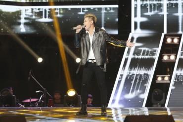 Hotboy đến từ Campuchia khiến sân khấu 'bùng nổ' với siêu hit 'Hương à'