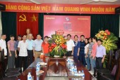 Đại diện Thành ủy Hà Nội chúc mừng Báo Lao động Thủ đô