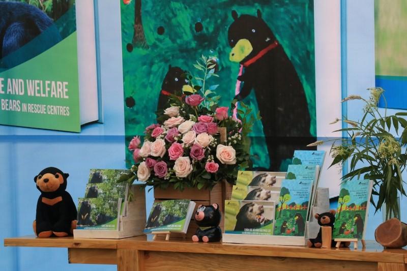 Tổ chức Động vật Châu Á ra mắt 2 cuốn sách đặc biệt  bảo vệ loài gấu Việt Nam