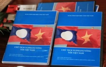 """Bàn giao bộ phim tài liệu """"Chủ tịch Souphanouvong với Việt Nam"""""""