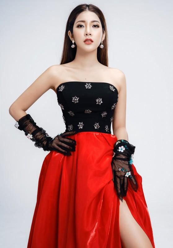 Thời trang cá tính với 2 màu đỏ đen đối lập