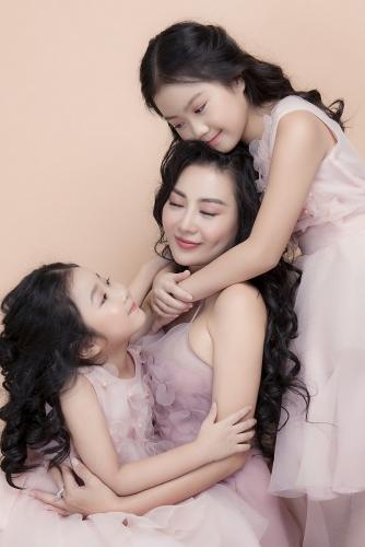 Diễn viên Thanh Hương hạnh phúc vì được con coi là thần tượng