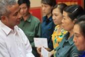 Chủ tịch Đặng Ngọc Tùng thăm công nhân Quảng Ninh