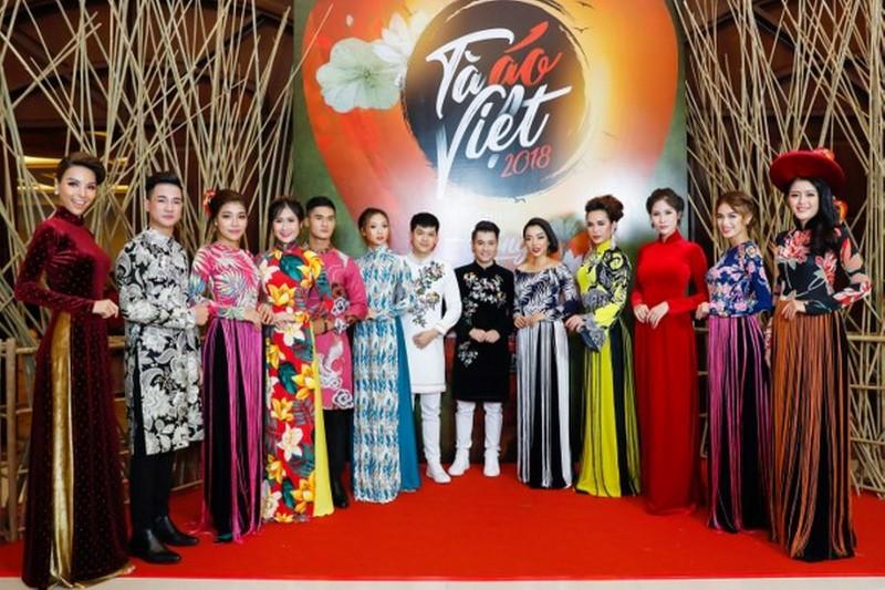 """""""Tà áo Việt"""" 2018 tiếp tục khiến giới mộ điệu thời trang ngây ngất"""