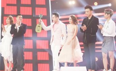 Các HLV đồng loạt mang đồ chơi lên sân khấu để chiêu dụ thí sinh The Voice Kids