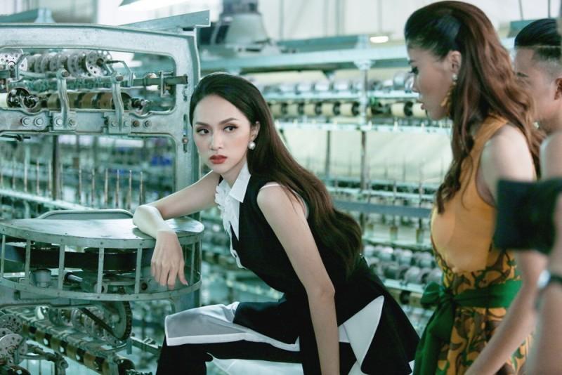 Siêu mẫu Việt Nam: Các thí sinh lăn lộn trong nhà máy dệt để thực hiện thử thách nhóm