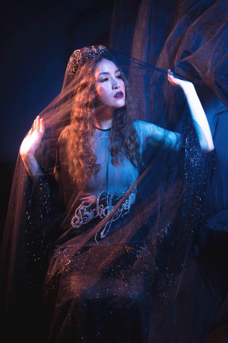 Bích Tuyết khẳng định phong cách khác biệt trong MV 'Hỏi thế gian tình là gì'
