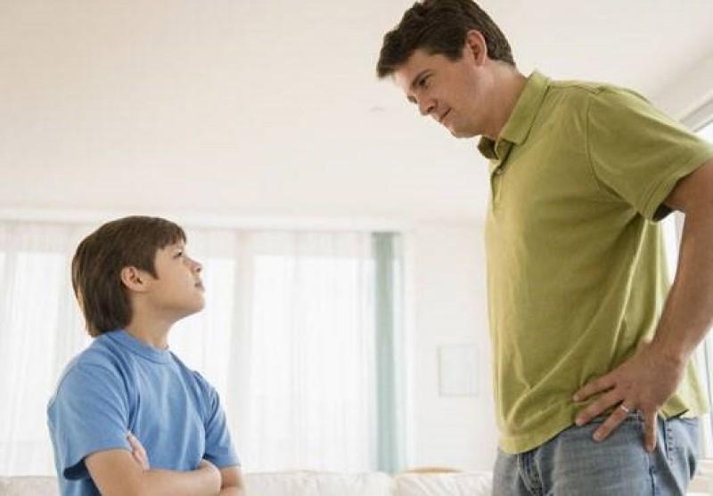 6 hành vi của bố làm hỏng con trai