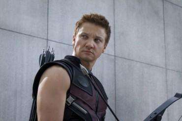 Chàng cung thủ mắt xanh trong loạt phim siêu anh hùng của Marvel là ai?