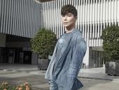 Trước tin đồn 'quá giàu', Nathan Lee vẫn liên tiếp chạy show