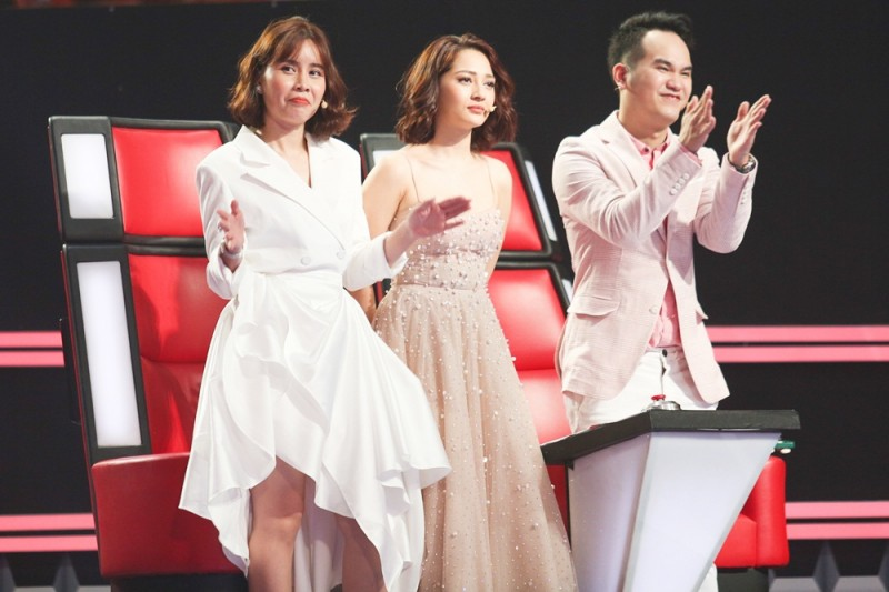 xuat hien co be dan ca xu hue lam tan chay ca san khau the voice kids 2018