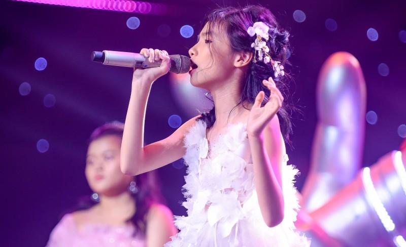 'Hoa hậu nhí' Linh Đan với khả năng hát tiếng Anh 'đỉnh' nhất The Voice Kids 2019