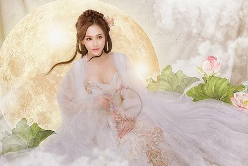 """Hoa khôi Hải Yến tiếp tục soán ngôi """"Chị Hằng"""" đẹp nhất showbiz"""