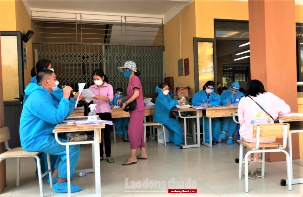 Gần 1.000 cán bộ, giáo viên huyện Thanh Trì tham gia phòng, chống dịch