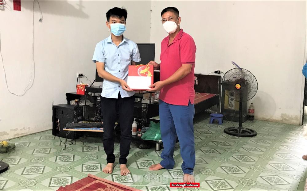 LĐLĐ huyện Thanh Trì tặng quà Trung thu và trao học bổng cho con CNVCLĐ vượt khó