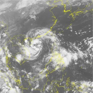 Cảnh báo lũ quét và áp thấp nhiệt đới, gió giật trên đất liền