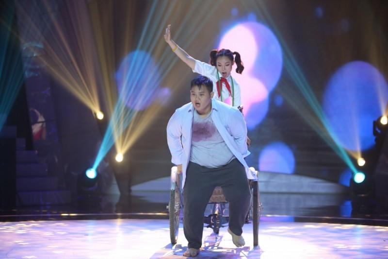 Thí sinh 'ngàn cân' đề cao hình ảnh người thiểu năng qua bài nhảy