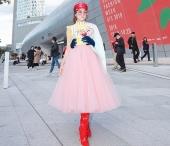 Lần đầu tham dự Seoul Fashion Week, nữ diễn viên Thiên Nga được xướng danh trên Instagram của Vogue