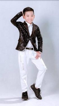 Trước khi đến với The Voice Kids, Minh Chiến đã hoạt động nghệ thuật như một 'nghệ sĩ nhí'