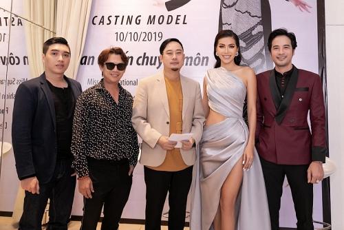 Minh Tú cùng Võ Việt Chung tham gia tuyển chọn người mẫu