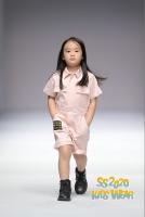 8 mẫu nhí tỏa sáng tại Tuần lễ thời trang Thượng Hải